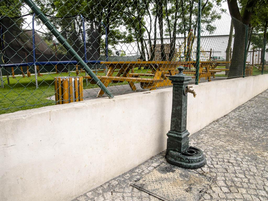 Stodola Herink - dětské hřiště a kohoutek na vodu